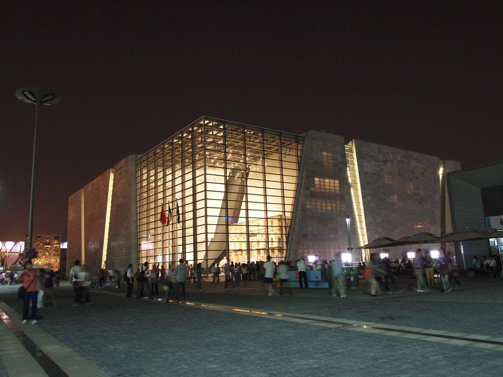 i.light building