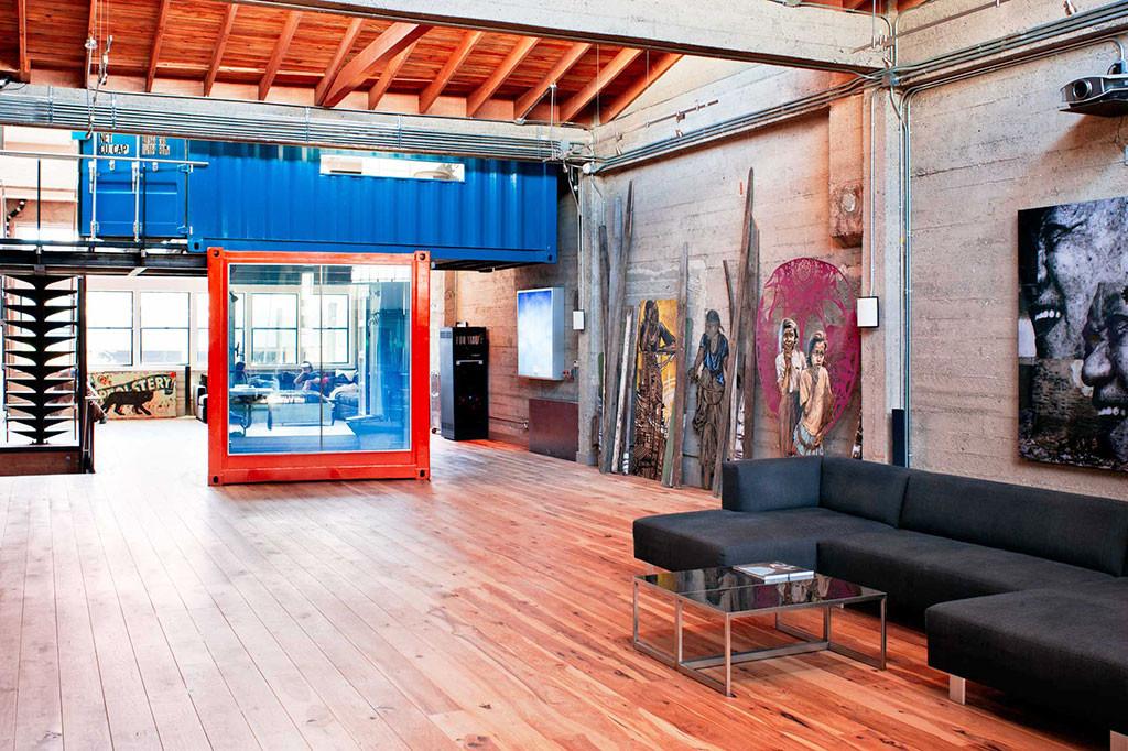 Home of an Art Collector 10