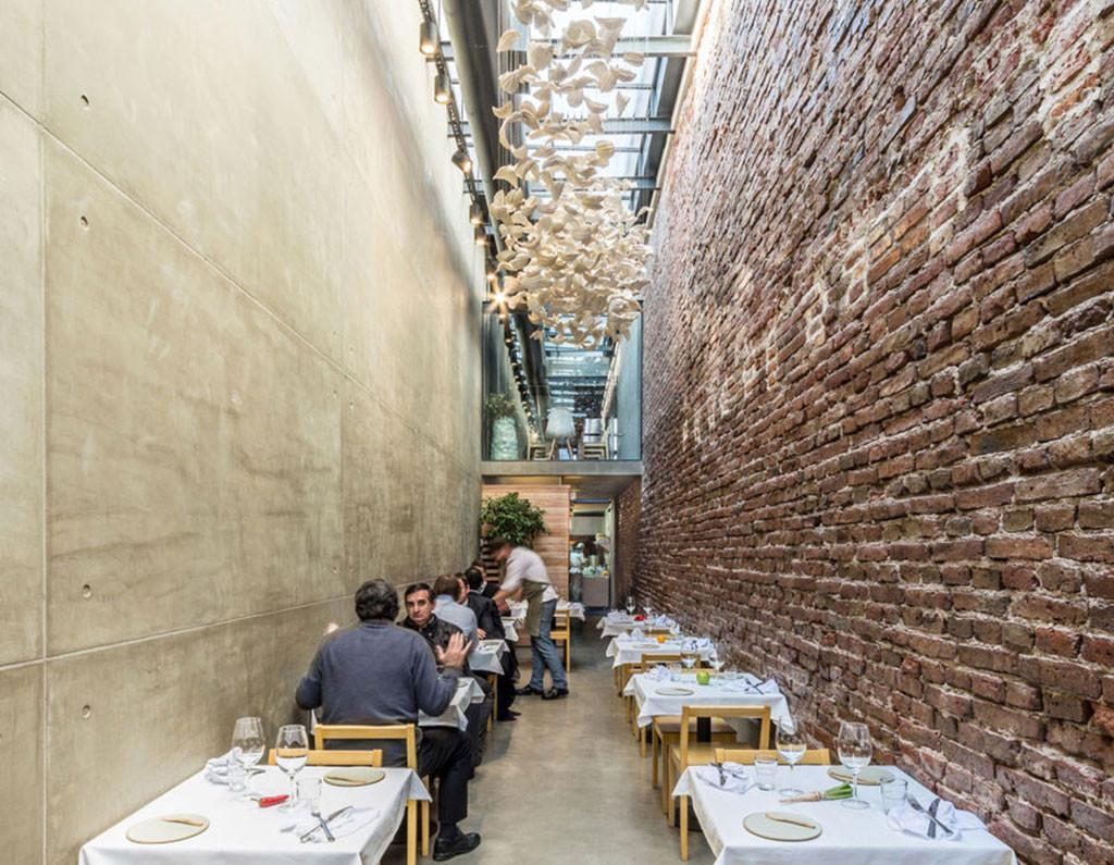 small spaces - El Papagayo Restaurant by Ernesto Bedmar