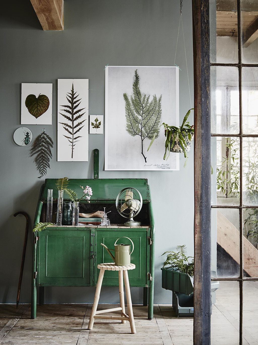 This emerald desk coupled with the delicate botanische prints above make for a charming little workspace.