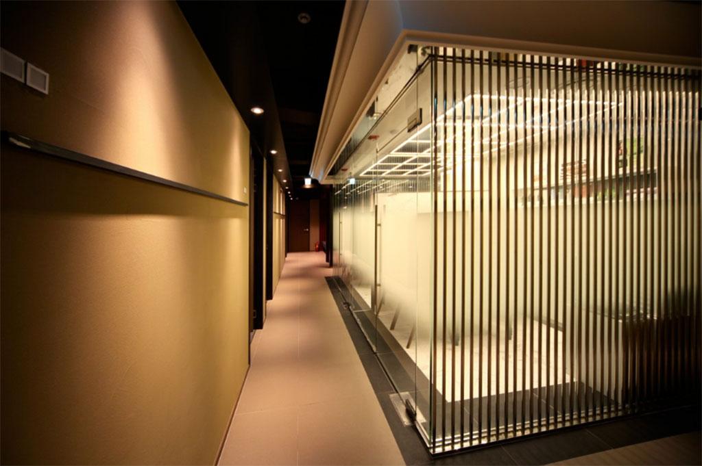 Office Design Using Sculpted Light